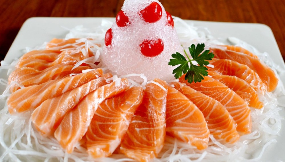 Giải đáp thắc mắc ăn cá hồi sống có tốt không?