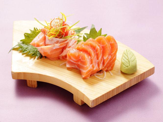 Ăn cá hồi sống có tốt không?