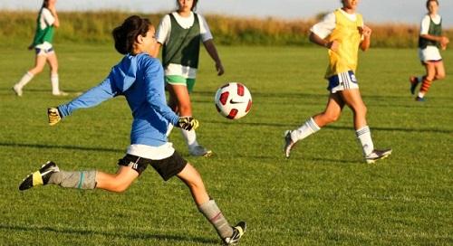 Nâng cao sức khỏe mỗi ngày bằng cách chơi bóng đá