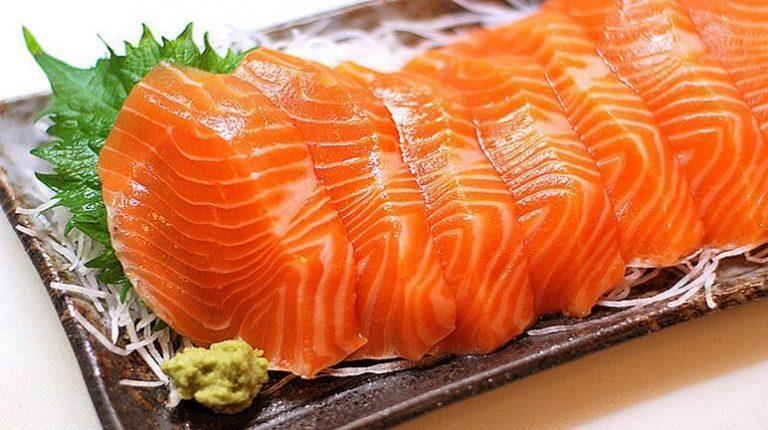 Cách làm gỏi cá hồi sống đậm chất Nhật Bản